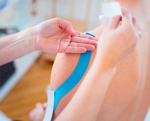 Kinesio-Tape bei Kinemedic - Praxis für physikalische, orthopädische und rehabilitative Medizin.