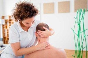 Mobilisation der Halswirbelsäule, Manuelle Therapie und Chiropraktik bei Kinemedic - Praxis für physikalische und rehabilitative Medizin