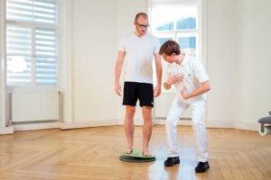 Körperwahrnehmung trainieren im Rahmen der Therapie bei Kinemedic - Praxis für physikalische und rehabilitative Medizin