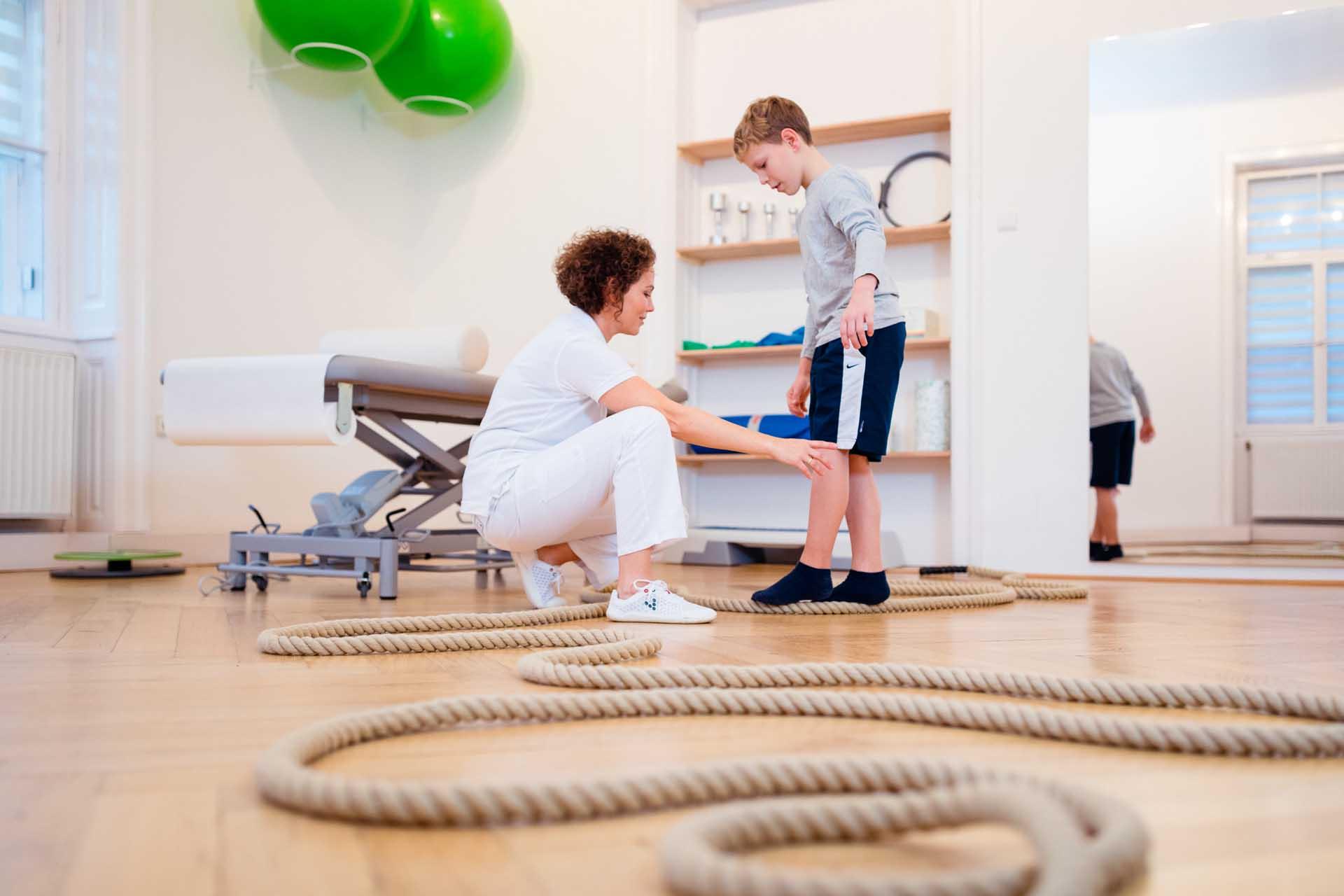 Gangschulung ei Kinemedic - Praxis für physikalische und rehabilitative Medizin
