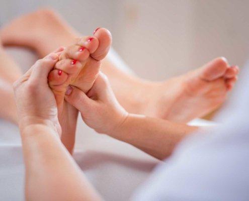 Fußreflexzonenmassage bei Kinemedic - Praxis für physikalische und rehabilitative Medizin