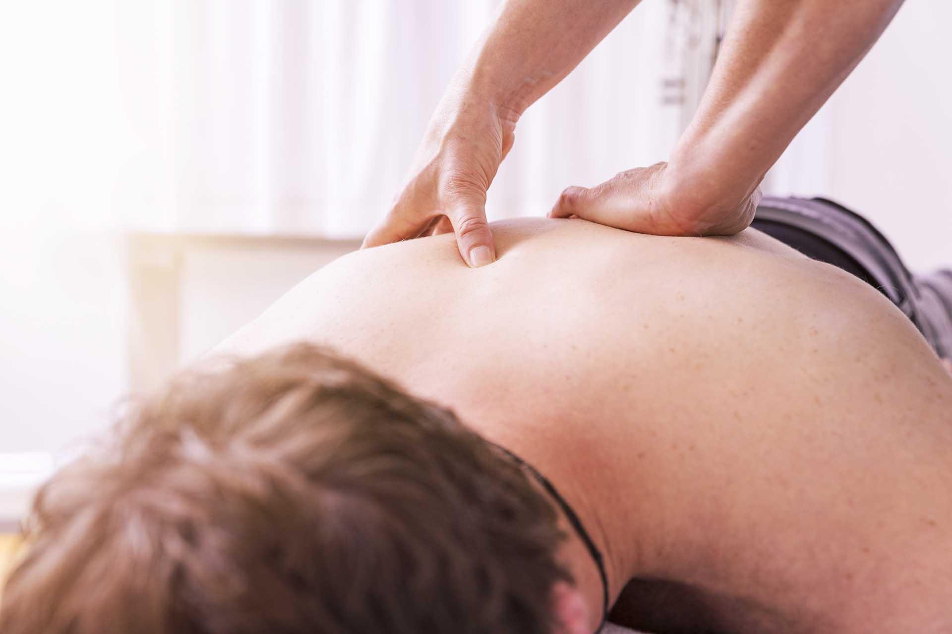 Triggerpunkttherapie bei Kinemedic -Praxis für physikalische, orthopädische und rehabilitative Medizin.
