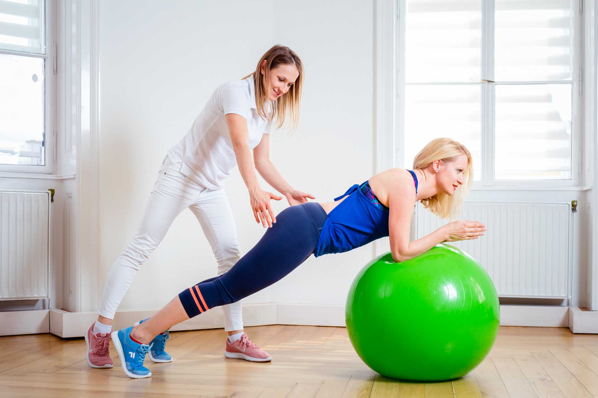 Paulina Haller ist Physiotherapeutin und Sportphysiotherapeutin i.A. bei Kinemedic - Praxis für physikalische, orthopädische und rehabilitative Medizin.