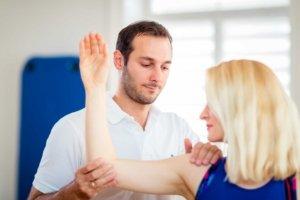 Behandlung einer Rotatorenmanschettenläsion bei Kinemedic - Praxis für physikalische, orthopädische und rehabilitative Medizin.